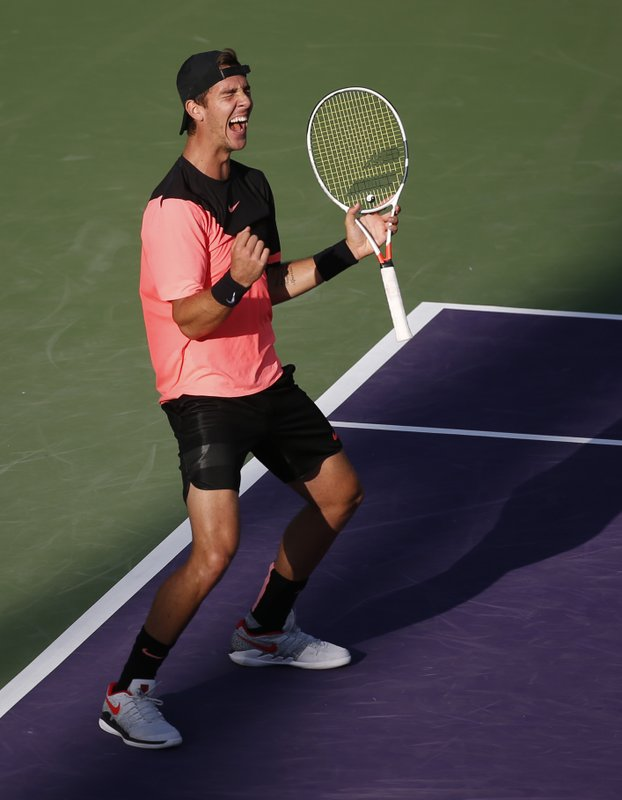 Roger Federer loses match and No. 1 ranking at Miami Open (3)