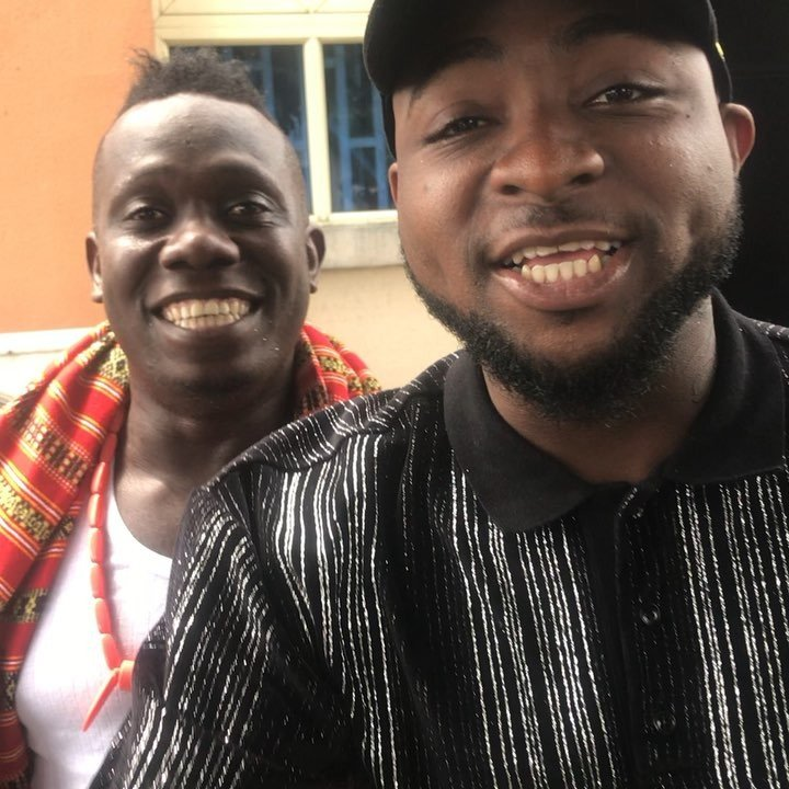 Viral Video of Duncan Mighty prostrating for Davido (Video)