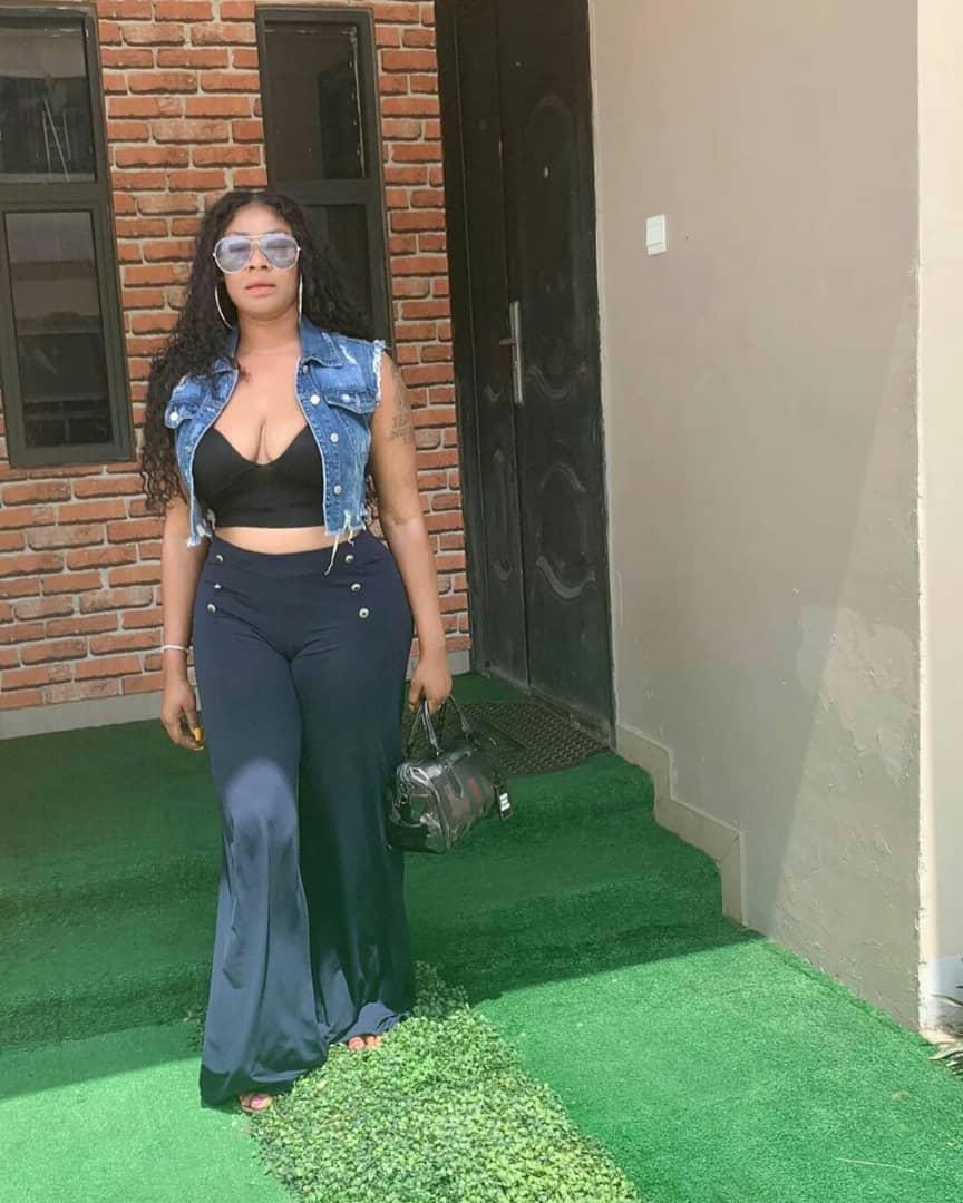 Actress Angela Okorie goes braless, Flaunts her Huge Bum bum In New Photos