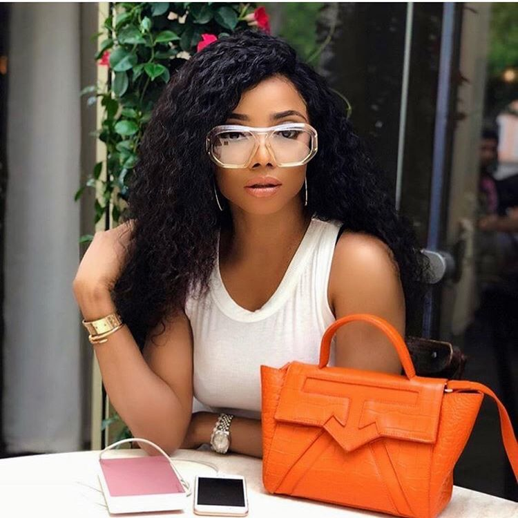 Why is it that a lot of rich people like to not pay their bills???? – Toke Makinwa (video)