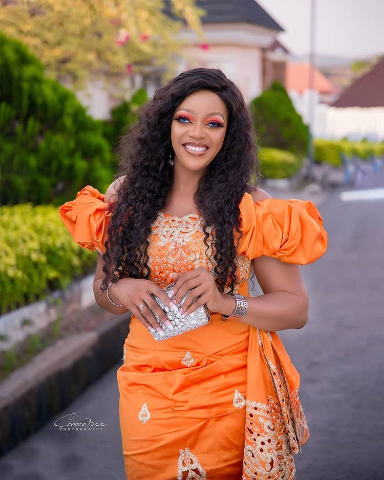 Nollywood actress Eve Esin announces her engagement
