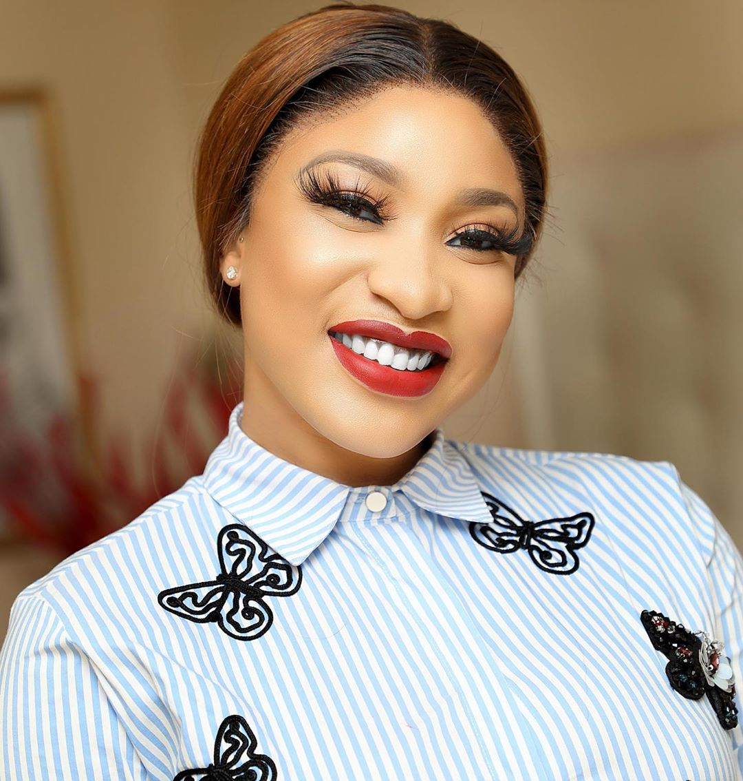 Tonto Dhikeh Cries Out After She Was Duped By Street Hawkers (Photo)