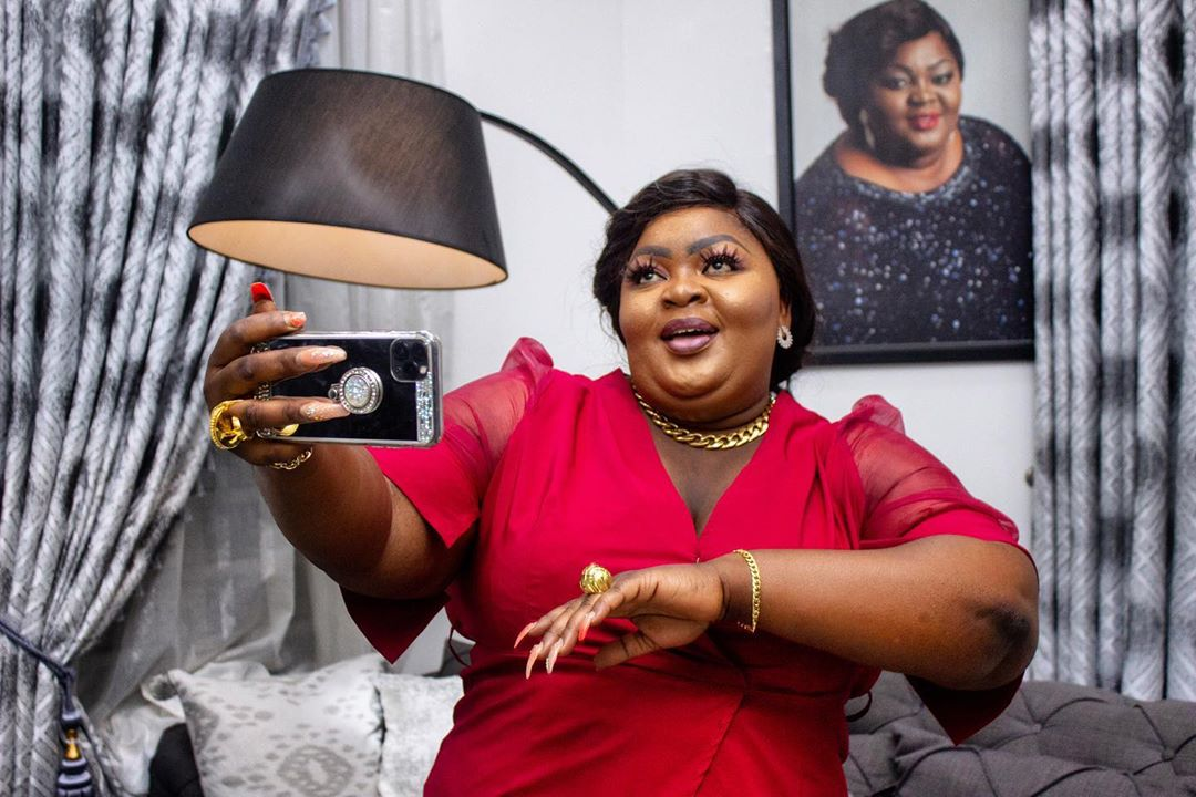 I Am The Happiest Right Now Says Eniola Badmus as She Shares Beautiful Photo Of Herself